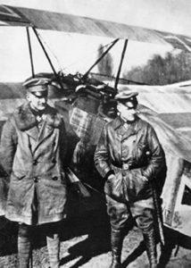 Richtofen n'était pas le seul pilote de la famille : ici, son frangin Lothar (à gauche je dirais, Manfred était pas très grand).
